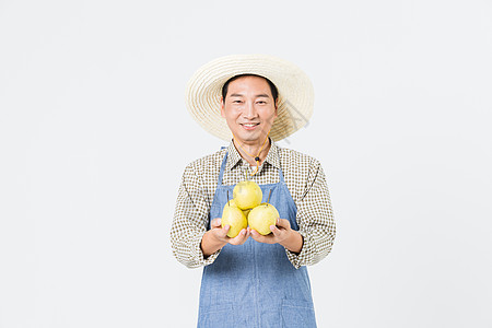 果农手捧梨子图片