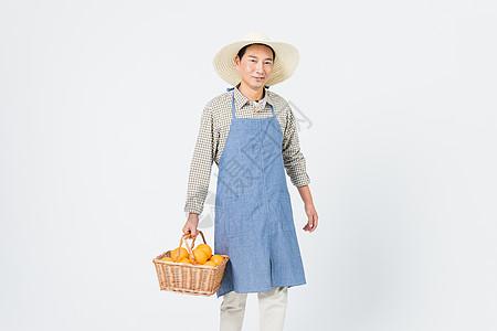 果农手提橙子提篮图片