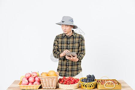 果农记录检查水果图片