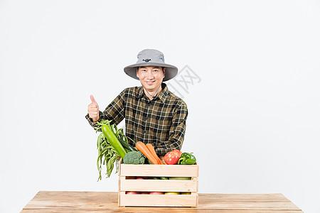 农民新鲜蔬菜展示图片