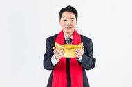 新春商务男性手拿金元宝图片