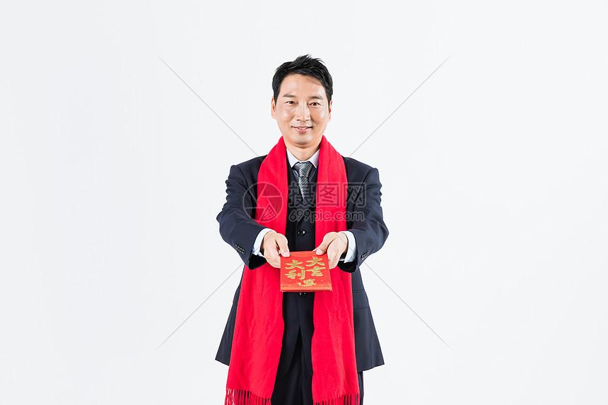 新春商务男性递红包图片