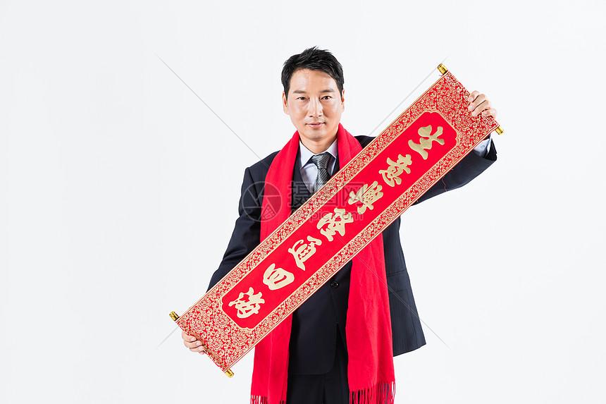 新春商务男性手拿门联图片