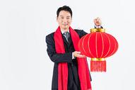 新春商务男性手拿灯笼图片