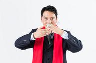 新春商务男性敬茶501085504图片