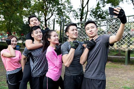 团体户外运动图片