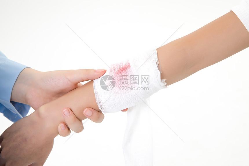手臂受伤包扎图片