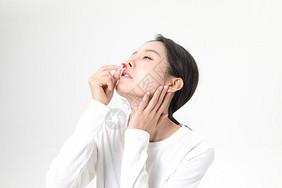 女性流鼻血图片