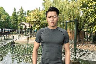 户外健身男性形象图片