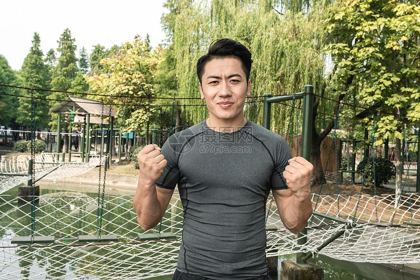 户外锻炼男性奋斗形象图片