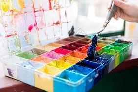 绘画调颜料图片