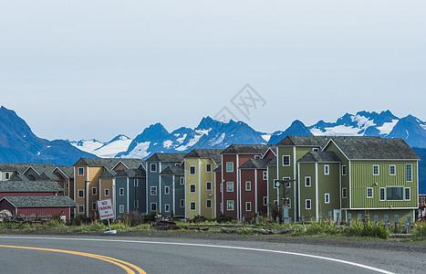 美国阿拉斯加荷马小镇房屋和雪山图片