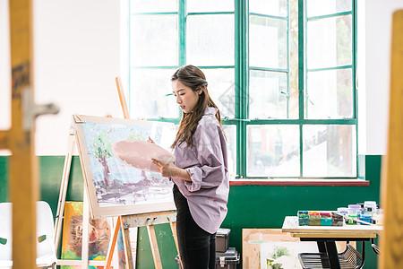 女性绘画画油画图片
