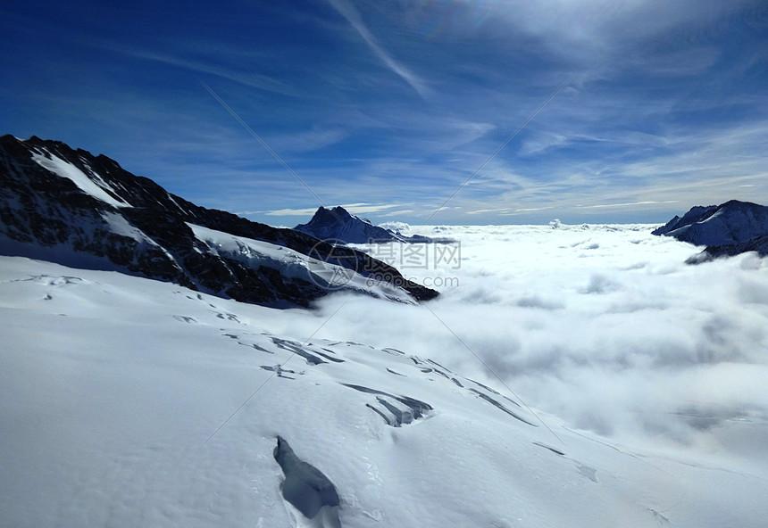 瑞士少女峰的冰山云海图片