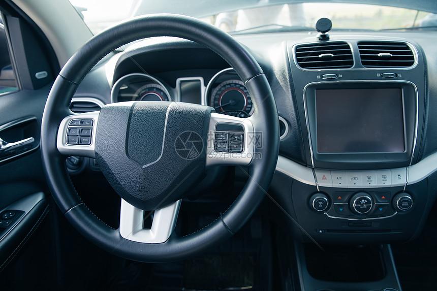 汽车内部方向盘图片
