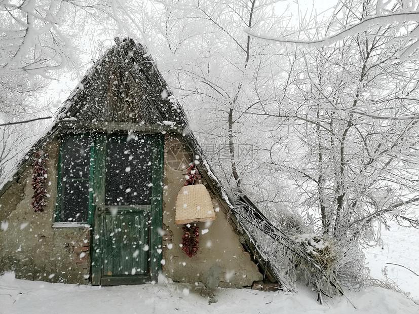 吉林雾凇岛柴门风雪图片