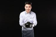 男服务生上汤锅图片