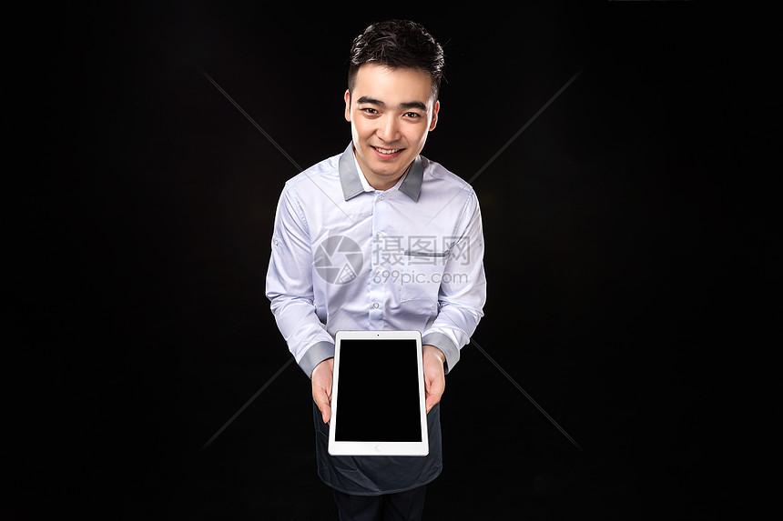 男服务生平板电脑点菜图片