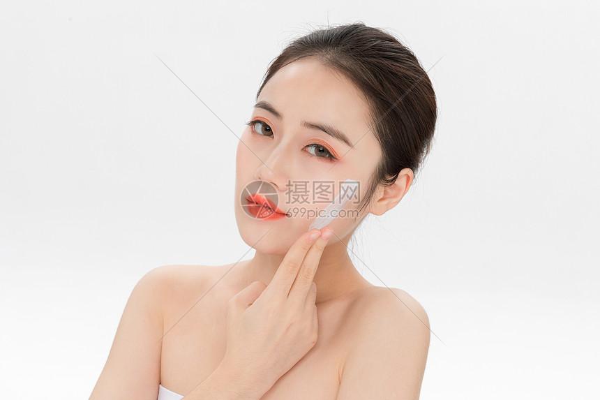 美女脸部美容护肤图片
