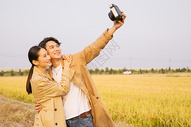 情侣出行郊游拍照501098818图片