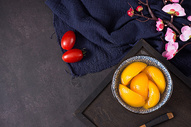 黄桃罐头图片