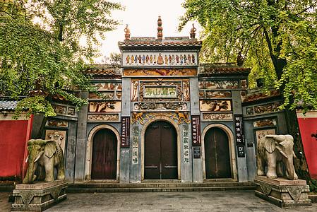 千年古麓山寺图片