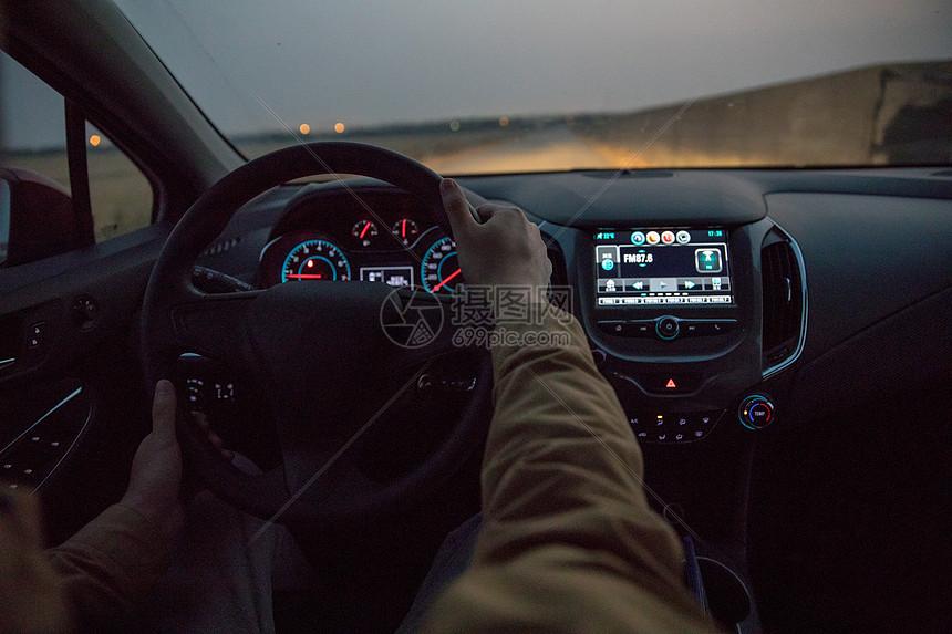 夜间开车图片