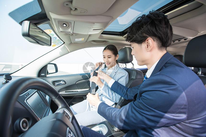 开车系安全带图片