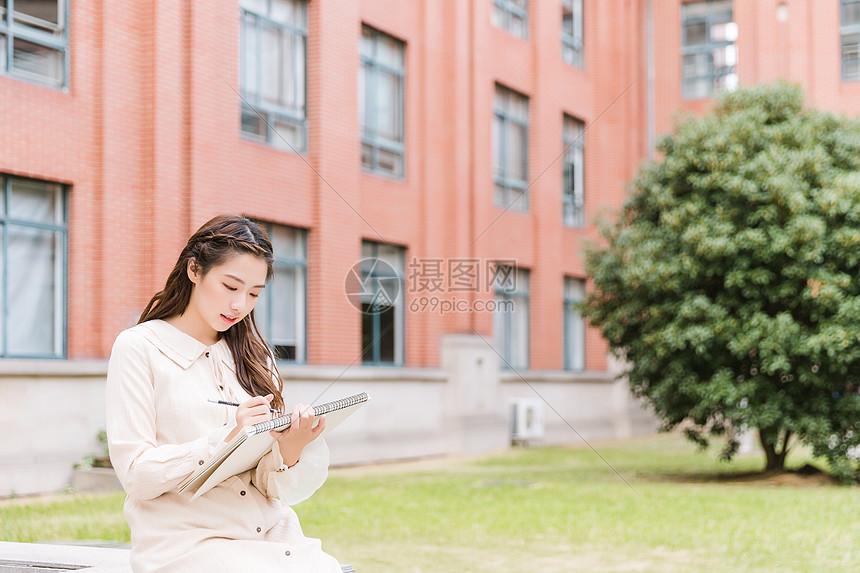 青春女孩素描图片