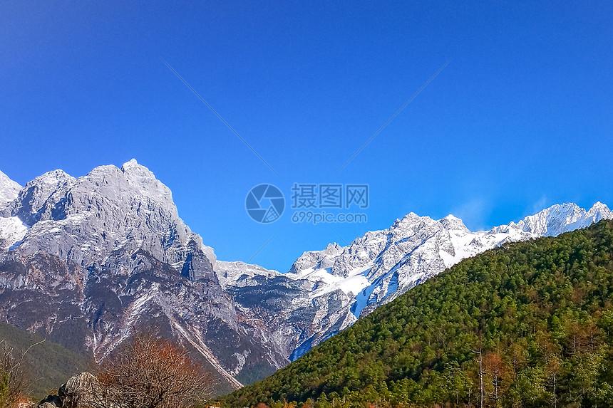 云南玉龙雪山虎跳峡图片
