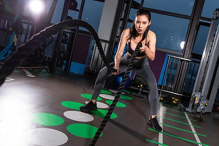 健身美女战绳训练图片