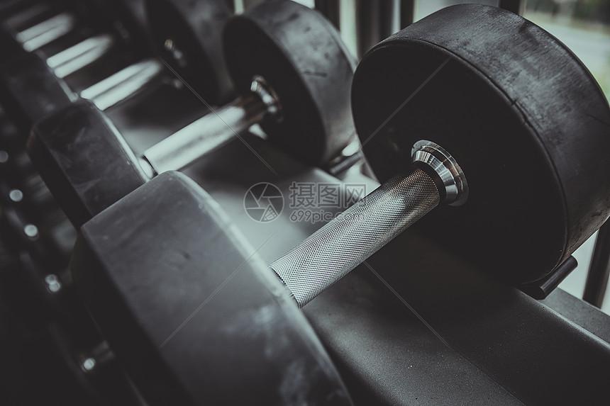 健身房哑铃特写图片