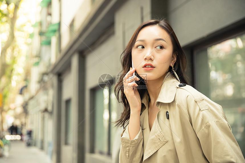 女性生活手机通话图片