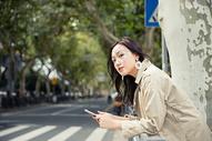青春文艺女孩街头写真图片