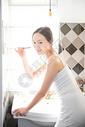 女性生活刷牙图片