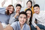 青年聚会合照拍照501102543图片