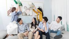 青年聚会玩乐图片