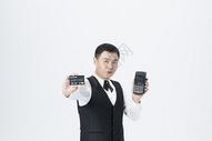 男服务员刷卡服务图片