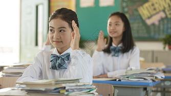 青少年课堂举手图片