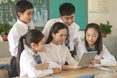 青少年网上学习图片