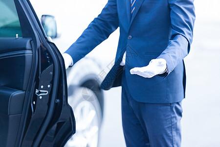 专车司机迎接动作图片