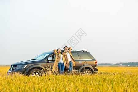 情侣行车出行图片
