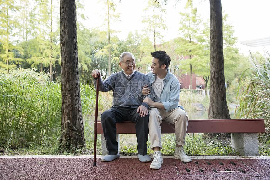 敬老陪伴老人聊天图片