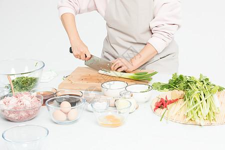 切菜准备食材图片