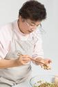 冬至老奶奶包饺子图片