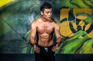 男性力量肌肉训练图片