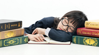 青少年学习睡着图片