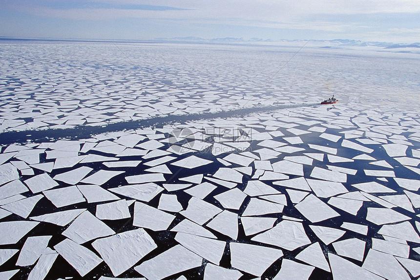 冬季的冰面图片