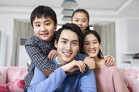 亲子家庭生活图片