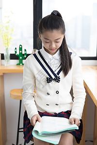学习的小女孩图片